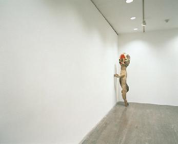 原美術館と別館ハラミュージアムアークで、『加藤泉-LIKE A ROLLING SNOWBALL』展