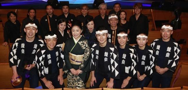 石川さゆりと鼓童メンバー、楽器演奏者 (9月29日 都内リハーサルにて)