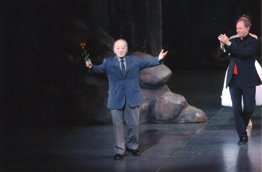 井上バレエ団公演のカーテンコールにて 関直人 撮影:スタッフ・テス