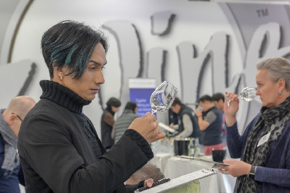 橘ケンチが世界最大級のワイン品評会で日本酒を審査 「国籍や文化を超えて人と人をつなげる可能性を備えている芸術作品」
