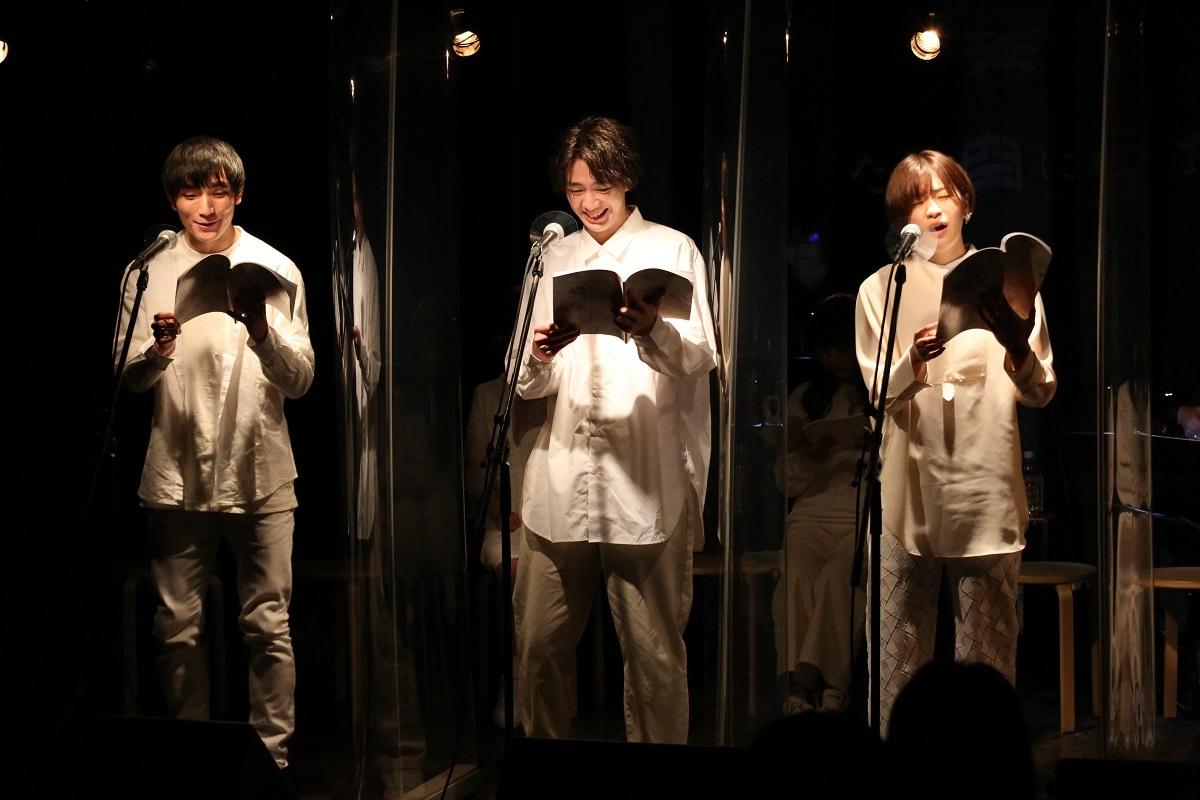 『囁きの花束 2021 -healing reading live-』より 撮影:佐伯敦史