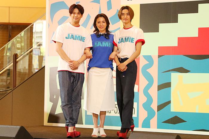左から森崎ウィン、安蘭けい、髙橋颯