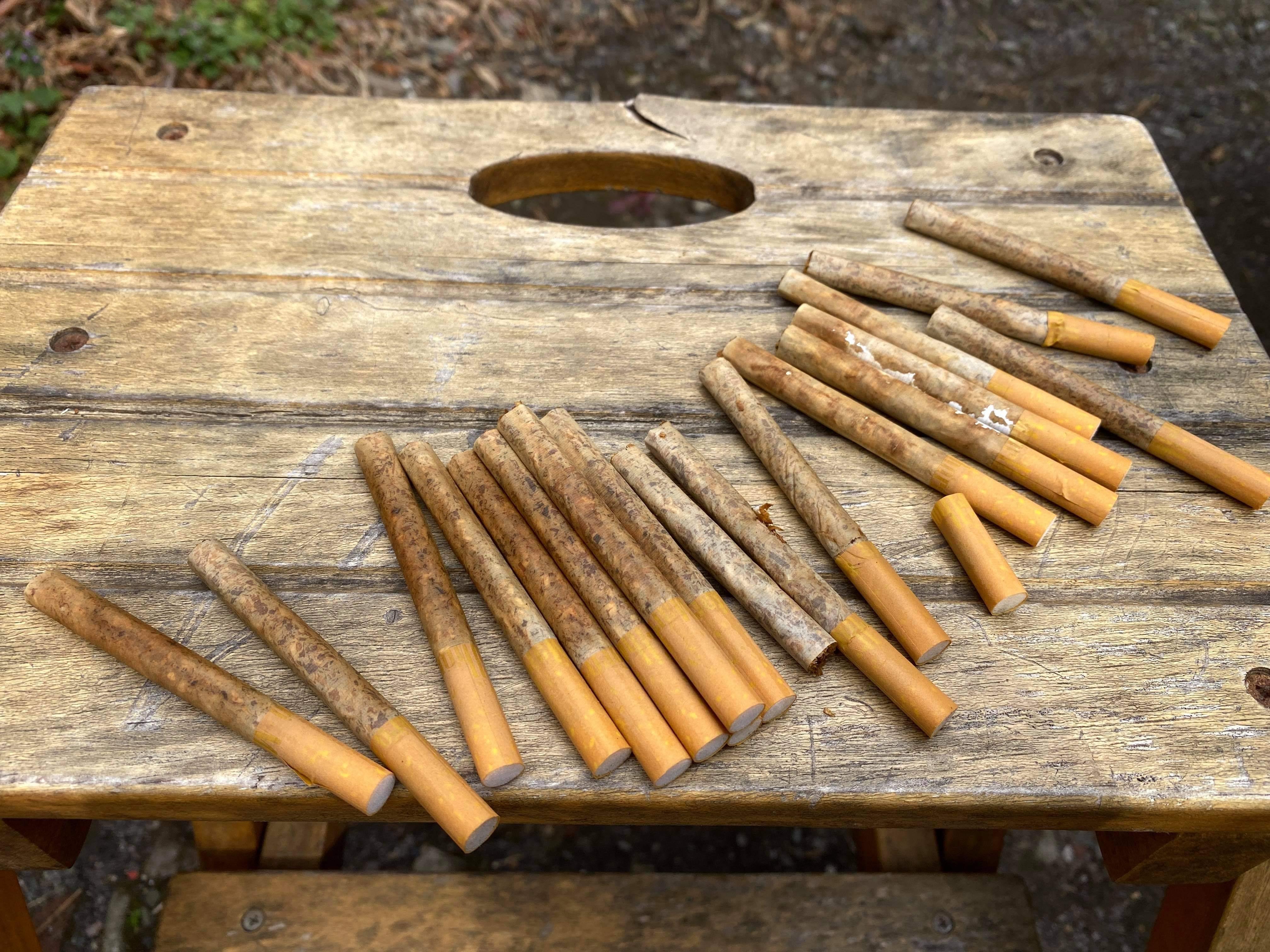 一緒に溺れたタバコ。乾かして吸おうとしてたら家族に怒られた。