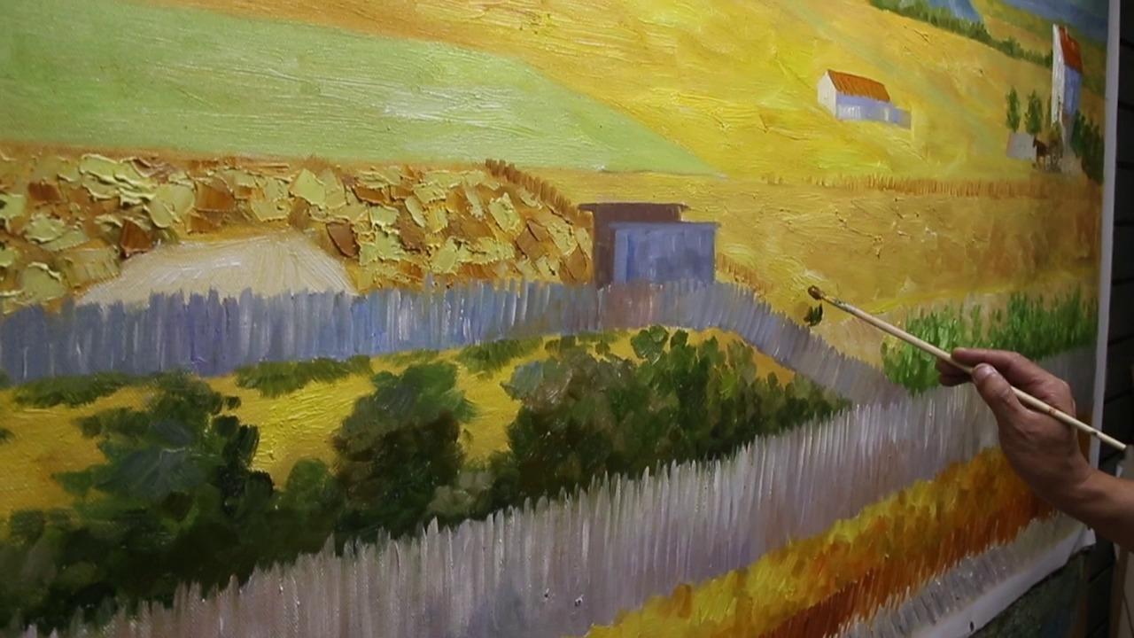 シャオヨン氏制作ゴッホ複製画『クロー平野の収穫、背景にモンマジュール』 ※東京・新宿シネマカリテに展示 (C) Century Image Media (China)