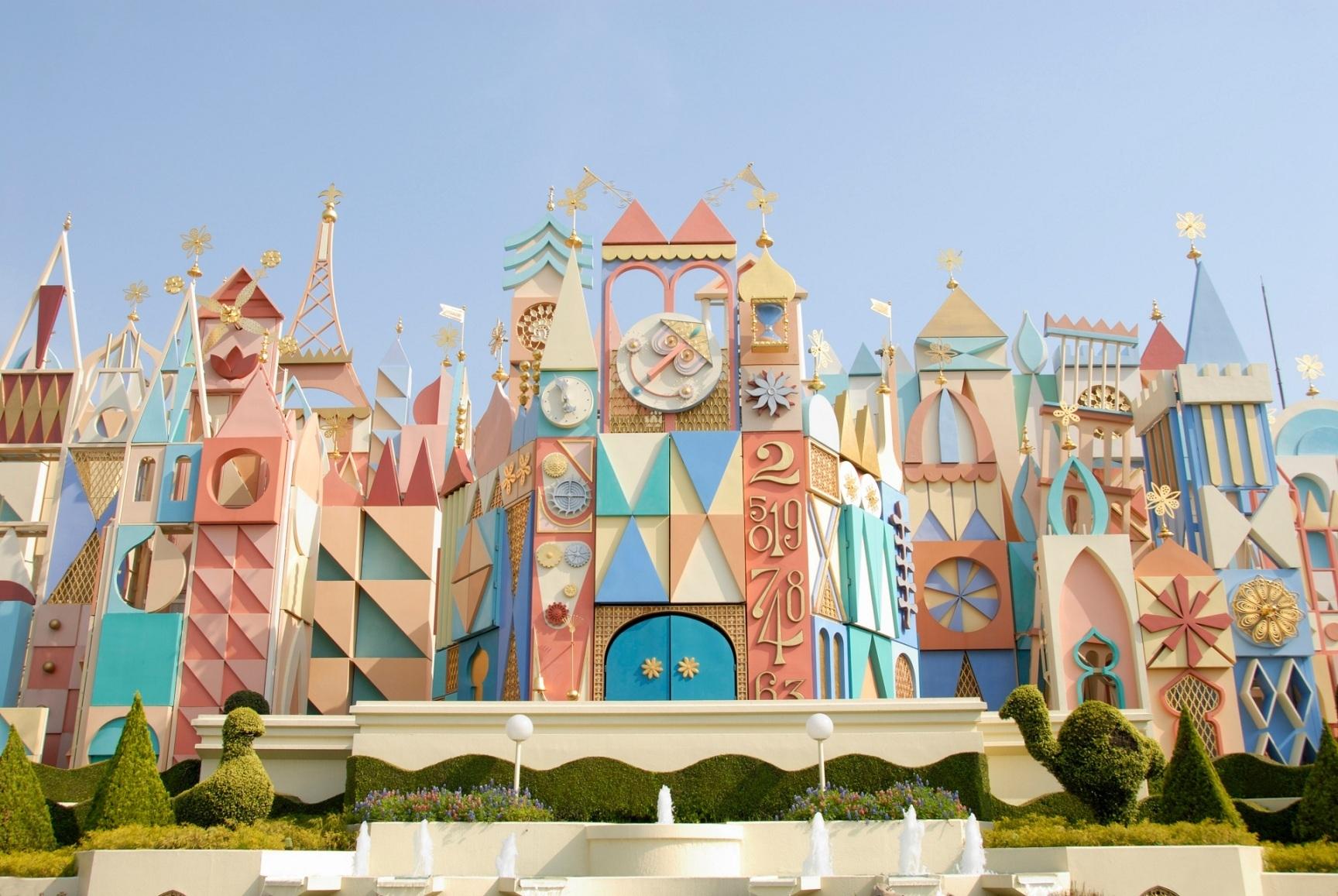 『イッツ・ア・スモールワールド』  (C)Disney
