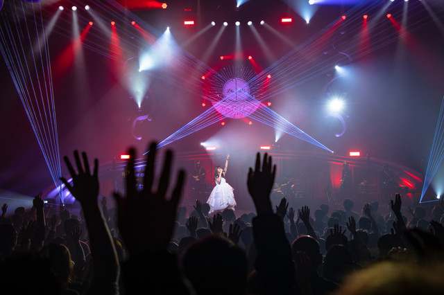 "「Aimer Hall Tour 18/19 ""soleil et pluie""」ファイナル公演の様子。"