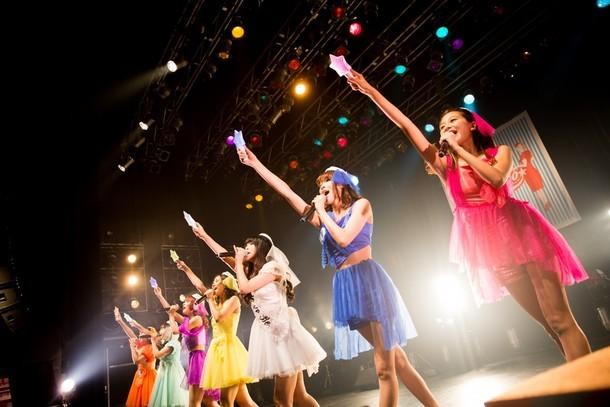本日7月23日に行われた「『バチェロレッテは終わらない』リリース記念東名阪ツアー」東京公演の様子。(提供:日本クラウン)
