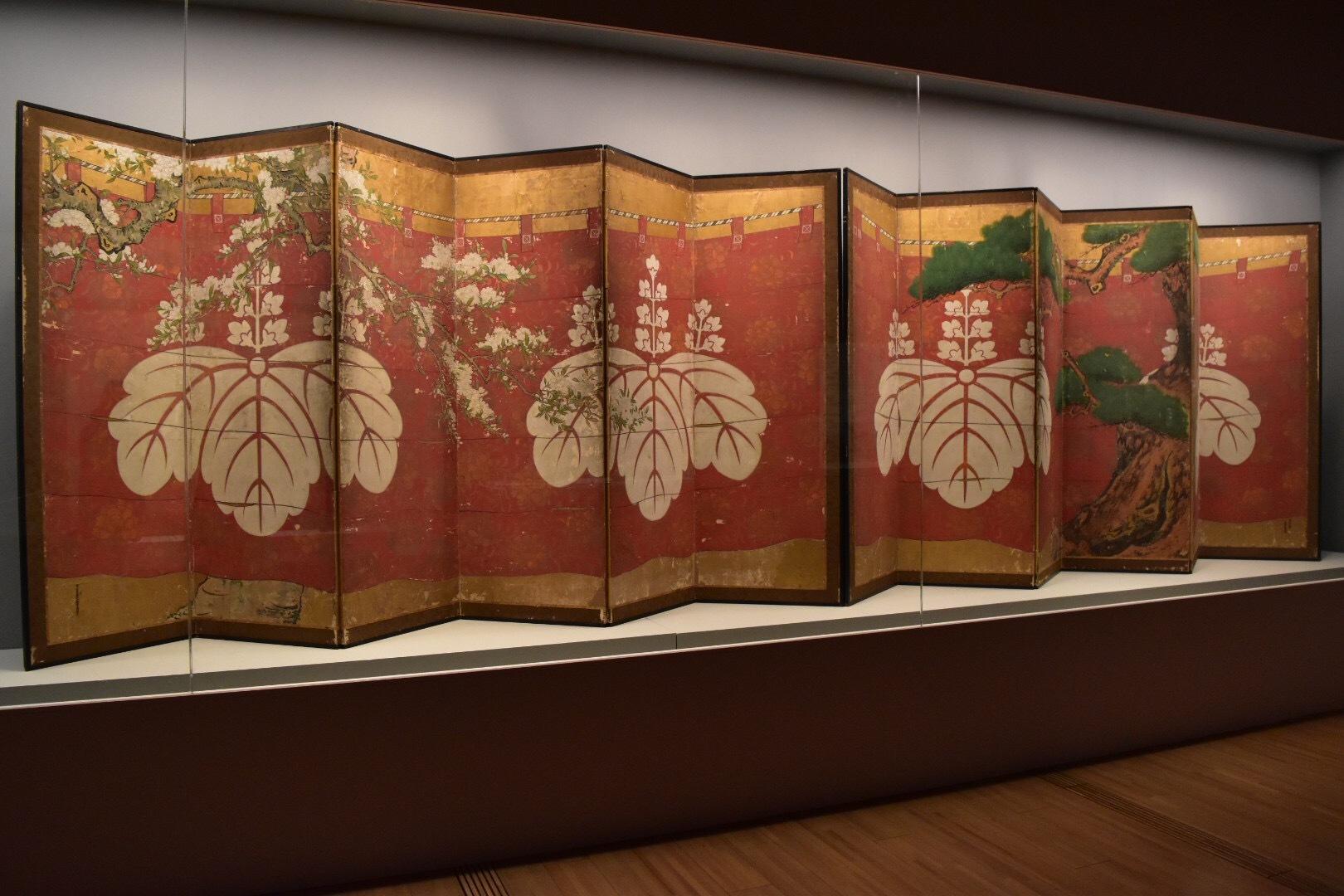 《松桜幔幕図屏風》 生駒等寿筆 江戸時代 17世紀 醍醐寺蔵