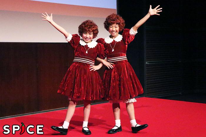2018『アニー』アニー役の新井夢乃、宮城弥榮(左から)