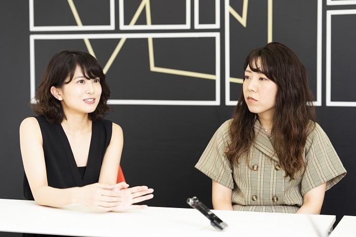 左から佐津川愛美、山田佳奈(撮影:山本れお)