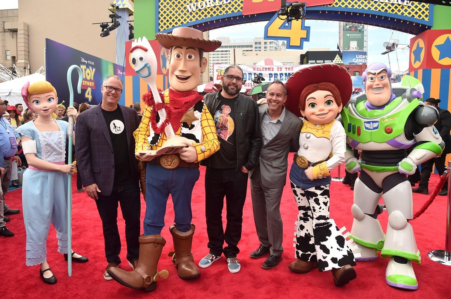ジョシュ・クーリー監督(中央) (C)2019 Disney/Pixar. All Rights Reserved.