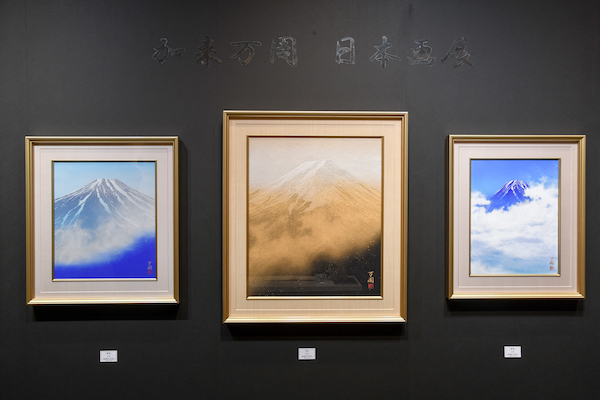 「靖雅堂夏目美術店」のブースで個展を行っている加来万周さんの作品