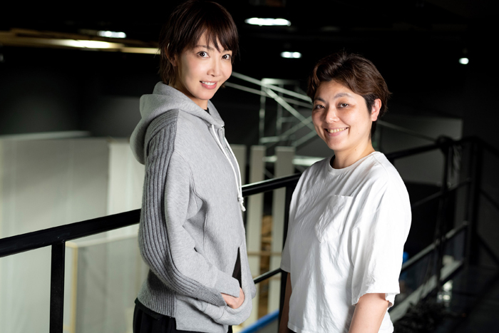 (左から)柚希礼音、小林香