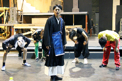 三代目J Soul Brothers山下健二郎、初主演にかける思いが稽古場で光る! 舞台『八王子ゾンビーズ』稽古場レポート