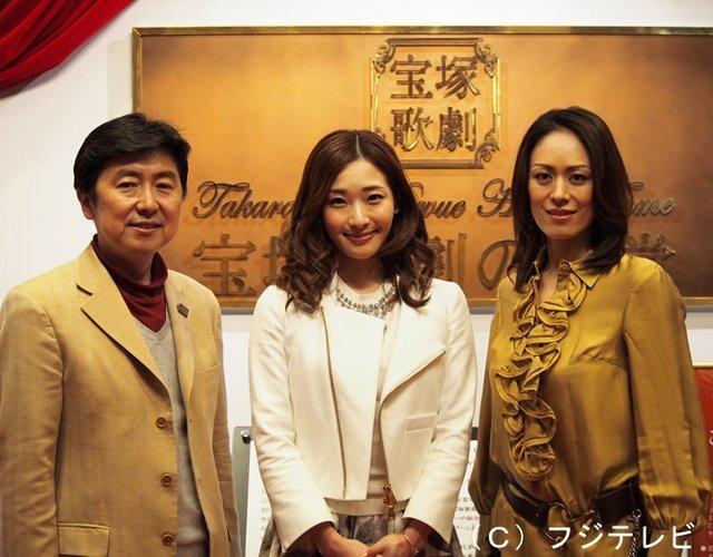 (右から)蘭寿とむ・蘭乃はな・笠井信輔