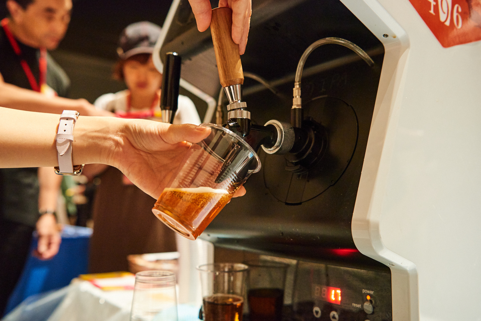 クラフトビール専用のサーバー「タップ・マルシェ」から注がれるフレッシュなビール