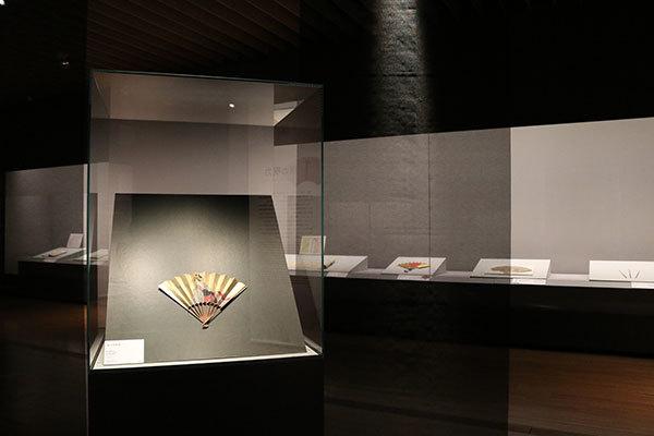 《遊女図扇面》歌川豊国 画 一本 江戸時代 18世紀 東京国立博物館(展示期間:11/28〜12/17)