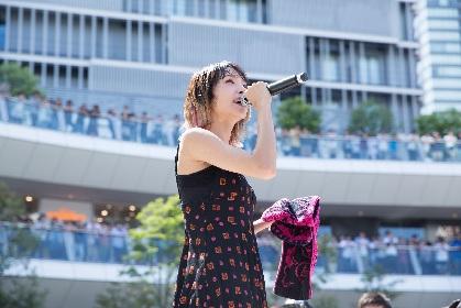LiSA、新曲「だってアタシのヒーロー。」をリリースイベントで熱唱 夏休みのラゾーナ川崎をさらに熱くさせる