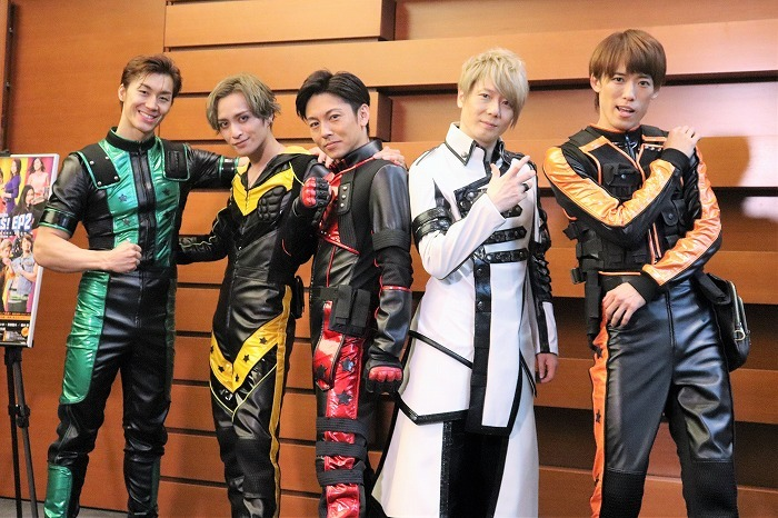 (左から)青柳塁斗、矢田悠祐、屋良朝幸、植木豪、越岡裕貴
