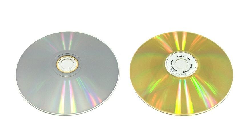 左:通常のディスク 右:純金仕様ゴールドディスク