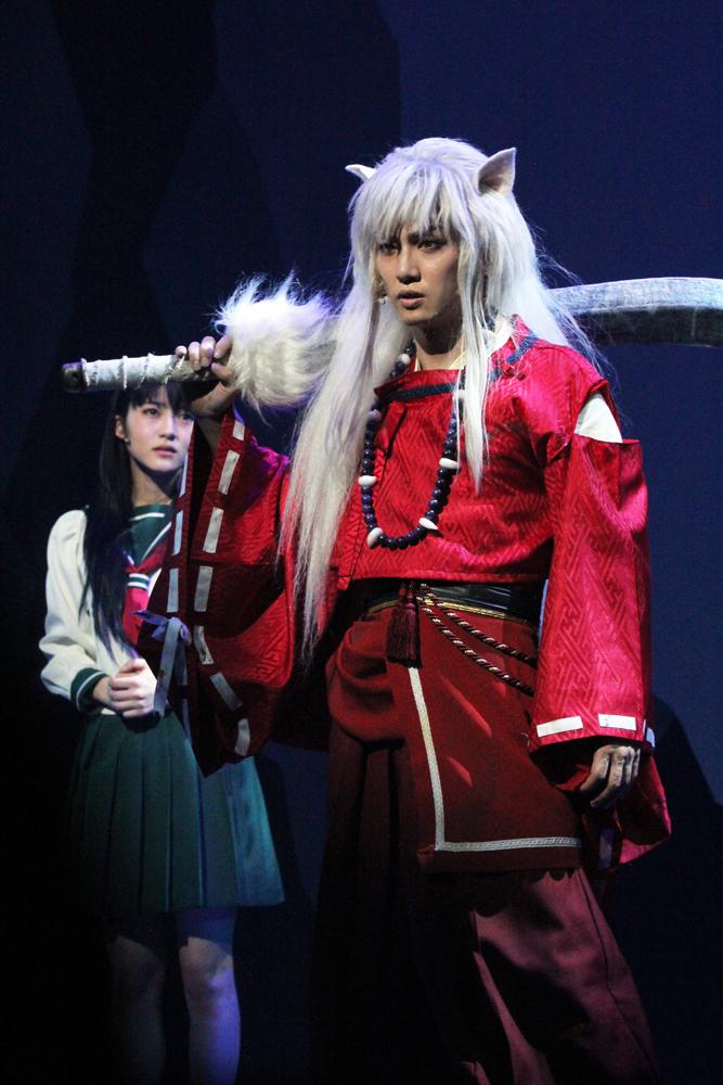 かごめ(左/若月佑美)と犬夜叉(右/喜矢武豊)