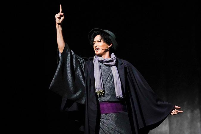 新納慎也 提供:ホリプロ 2018年10月ミュージカル『生きる』(TBS赤坂ACTシアター)撮影:引地信彦