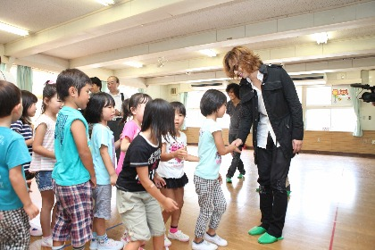 YOSHIKI、東日本大震災から9年経て義援金1,000万円を日本赤十字社に寄付 新型コロナウィルス対策への支援表明も