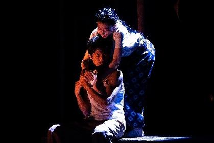 ケラリーノ・サンドロヴィッチと緒川たまきのコメント&舞台写真が到着 仲村トオルら出演のケムリ研究室 no.2『砂の女』が開幕