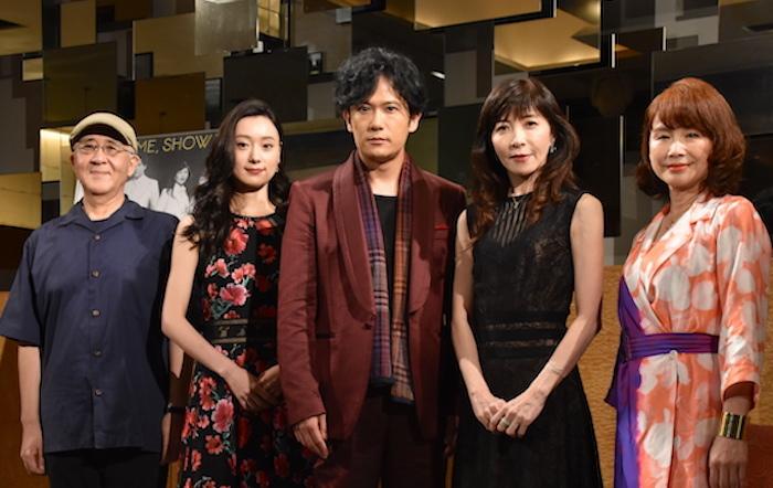 作・演出の鈴木聡、出演する中島亜梨沙、稲垣吾郎、安寿ミラ、北村岳子(左から)