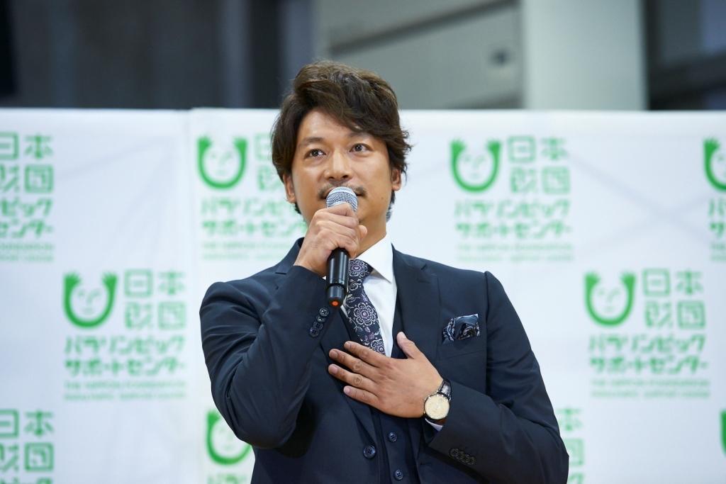 『パラスポーツ応援チャリティーソング「雨あがりのステップ」 寄付贈呈式』香取慎吾