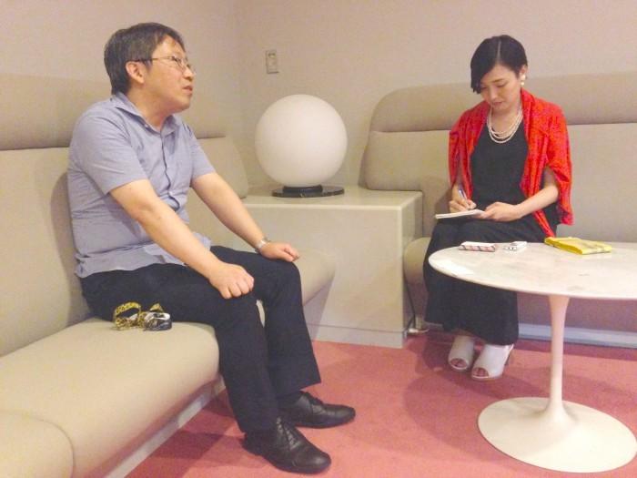 岡田秀則氏(写真左)