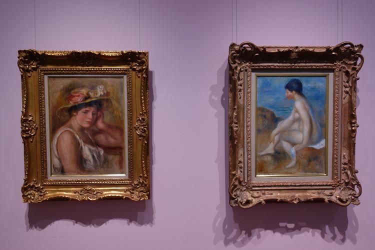 左:ピエール=オーギュスト・ルノワール《帽子の娘》1910 油彩・キャンヴァス SOMPO美術館、右:ピエール=オーギュスト・ルノワール《浴女》1892-93年頃 油彩・キャンヴァス SOMPO美術館
