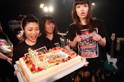 前厄も怖くない? 矢沢洋子がボーカルを務めるバンド・PIGGY BANKS、バースデーライブを敢行