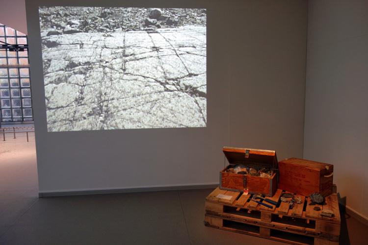 「芙二子の旅」より 《グリーンランド 氷河堆石の採集》1994年撮影(中谷芙二子)、2017年編集(越田乃梨子)