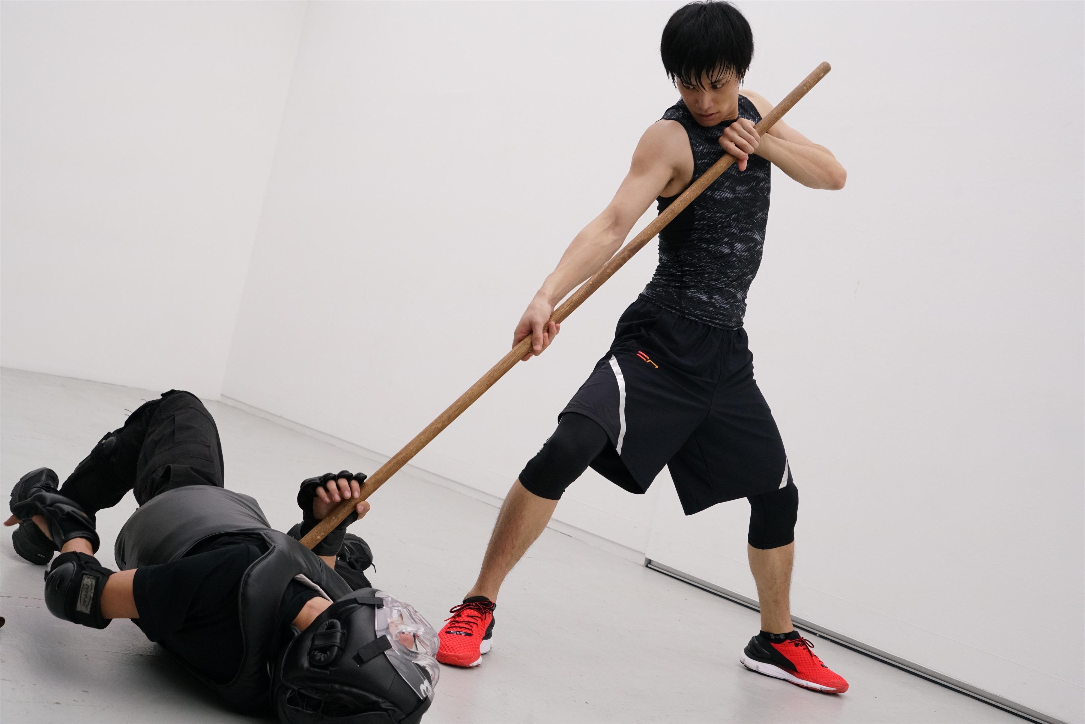 全身から力強さを感じる鈴木伸之の高画質画像