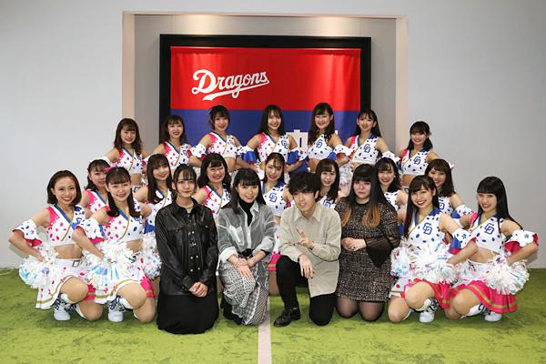 デザインを担当した名古屋モード学園の学生とチアドラゴンズ2020