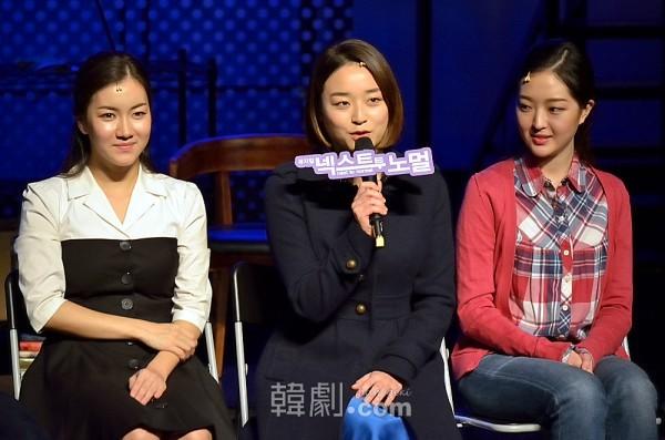 (左から)娘ナタリー役のオ・ソヨン、チョン・ソンミン、チョン・イェジ