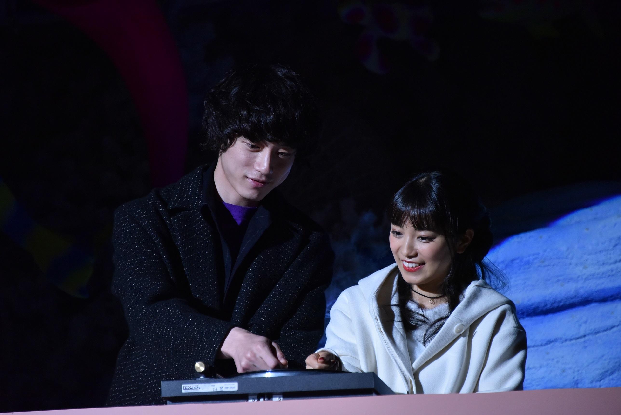 左から、坂口健太郎とmiwa