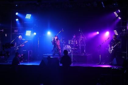 May'nが見せた「ありのままの素っ裸の自分」 5ヶ月連続配信ライブ「1 to 5 -ROCK-」レポート