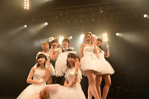 """今年9月に行われた「清 竜人25 """"ハネムーン▽ツアー""""」(▽はハートマーク)最終公演の様子。"""