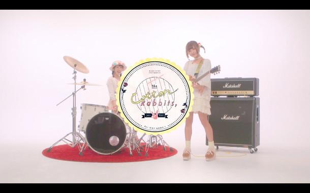 コットンラビッツ「ヒーローズ」ミュージックビデオのワンシーン。