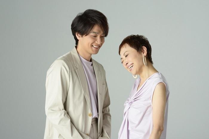 (左から)井上芳雄、クミコ