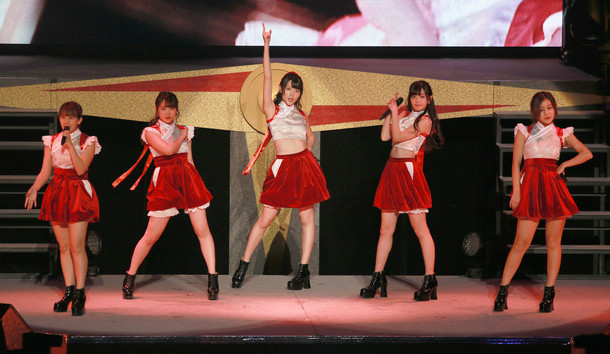 「℃-ute新春コンサート2017 ~℃OMPASS~」の様子。
