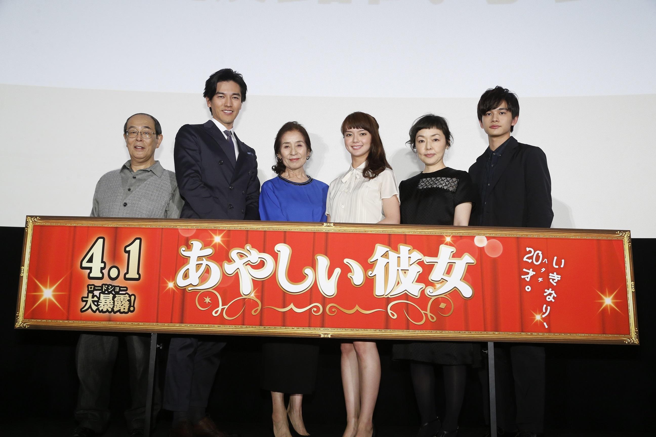 左から 志賀廣太郎、要潤、倍賞美津子、多部未華子、小林聡美、北村匠海